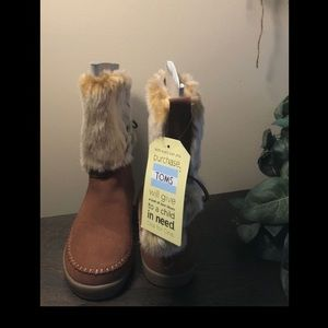 Brand New Toms size 7.5